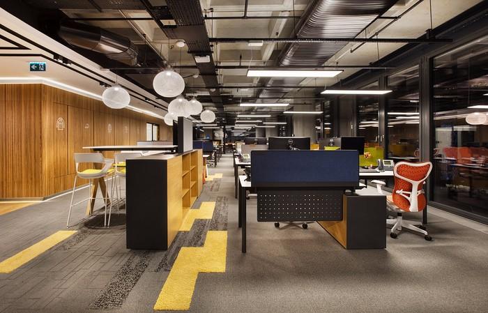 上海办公室装修设计室内地面应该如何装修施工?
