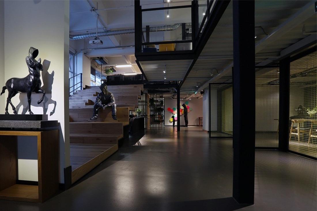 挑高办公室装修如何合理的做柜体的形式?