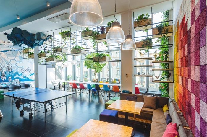 上海办公室装修提醒:为何阳台最好多种花草不宜堆杂物?
