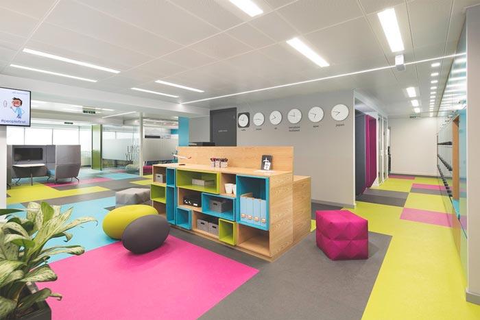 专业专业办公室装修装饰装饰中如何选择办公家具?