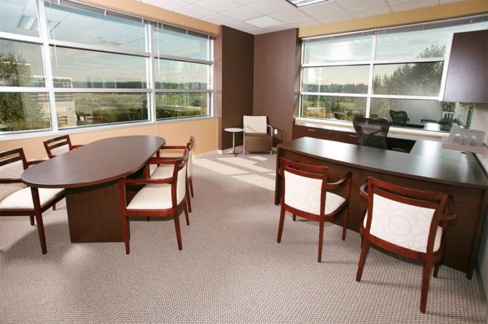 如何权衡办公室装修设计中的艺术和实用性?